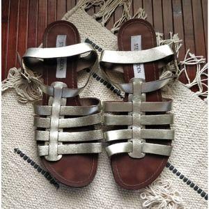 Steve Madden Silver Leather Cutout Buckle Sandal 8